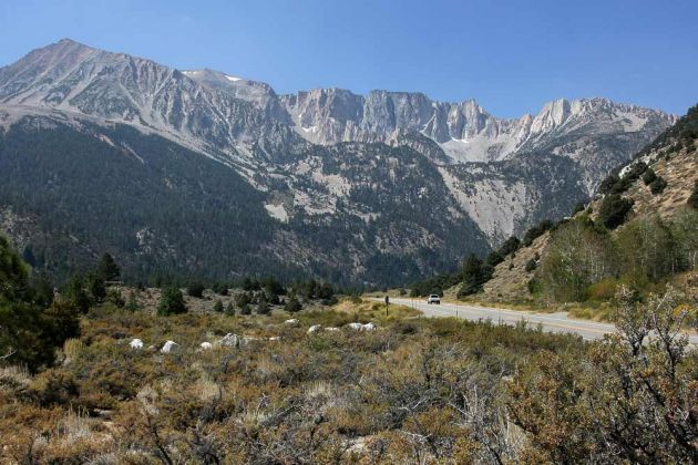 Highway 120 von Lee Vining zum Tioga Pass - Inyo National Forest
