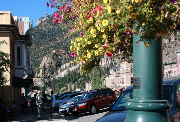 Die Main Road in Ouray am Million Dollar Highway in Colorado