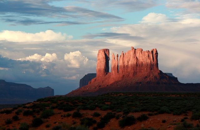 Stagecoach Butte  - Monument Valley Navajo Tribal Park, Utah
